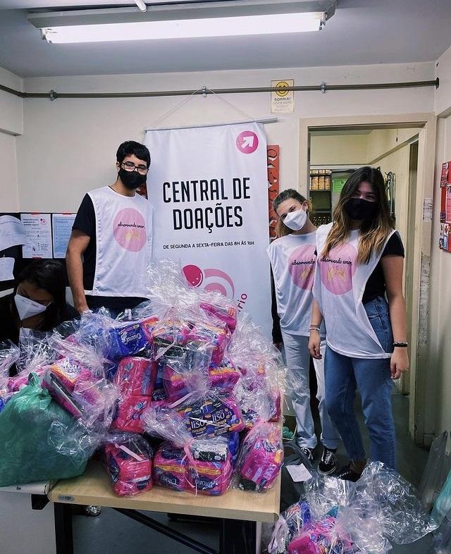 A ONG Absorvendo Amor reúne jovens de uma escola da Zona Sul do Rio. Foto Divulgação