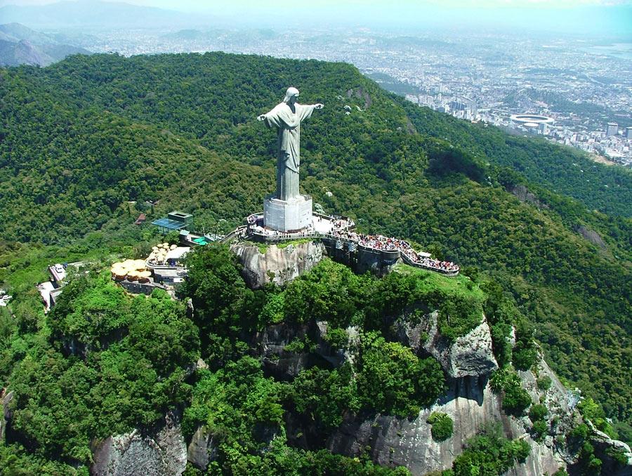 O monumento ao Cristo Redentor, cercado pela Floresta Nacional da Tijuca: conflito entre ICMBio e Arquidiocese do Rio (Foto: ICMBio)