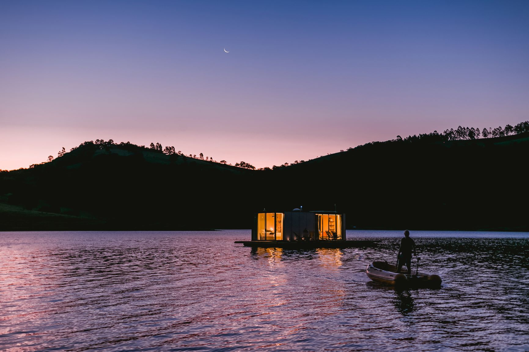 Casa flutuante, atração sustentável: capaz de captar água, tratar o esgoto, gerar energia (através de energia solar) e transformar lixo orgânico em gás (Foto: Divulgação)