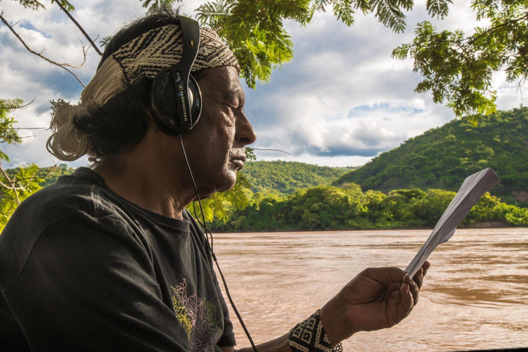 O filósofo e escritor Aílton Krenak na gravação do programa: Os 21 indígenas do Falas da Terra são um retrato dos indígenas feito hoje (Foto: Alinne Tuffengdjian/TV Globo)