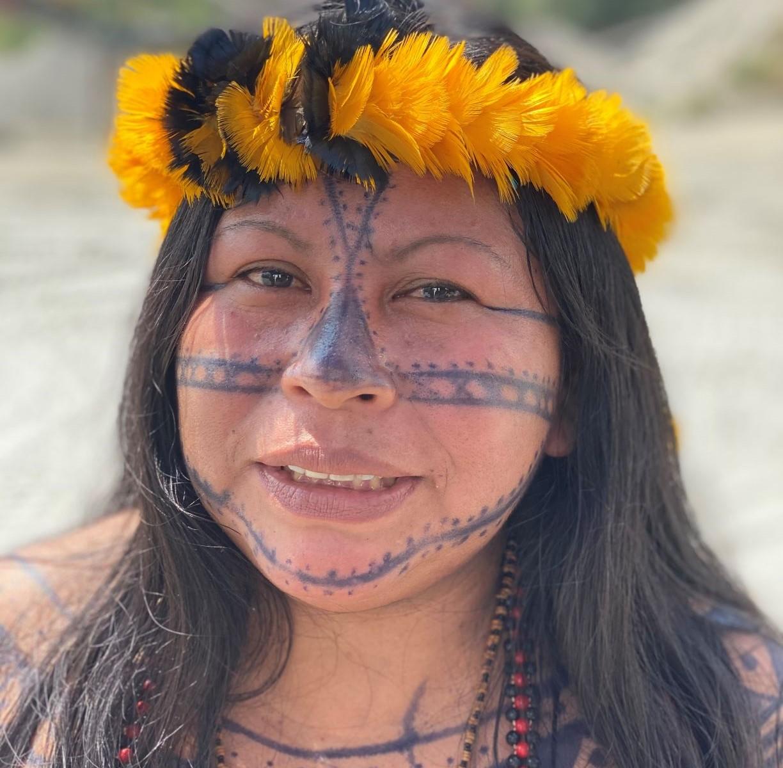 """Líder Munduruku, Alessandra Karop depõe sobre a defesa da terra: """"as palavras do governo incentivam a invasão e o desrespeito às terras indígenas"""" (Foto: Igor Tripolli/TV Globo)"""
