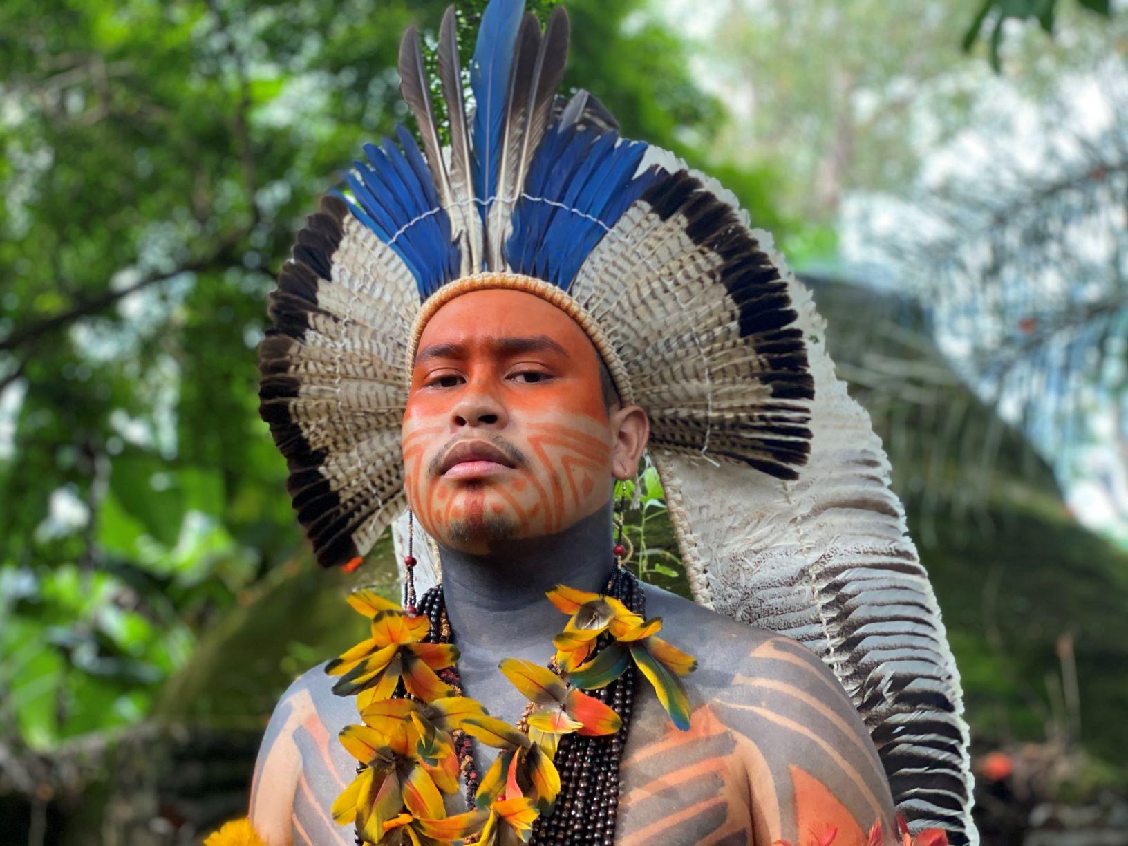 O universitário Fêtxawewe Tapuya Guajajara, aluno da UnB e líder do da comunidade indígena Santuário dos Pajés, em Brasília: ativismo LGBT+ (Foto: Igor Tripolli)