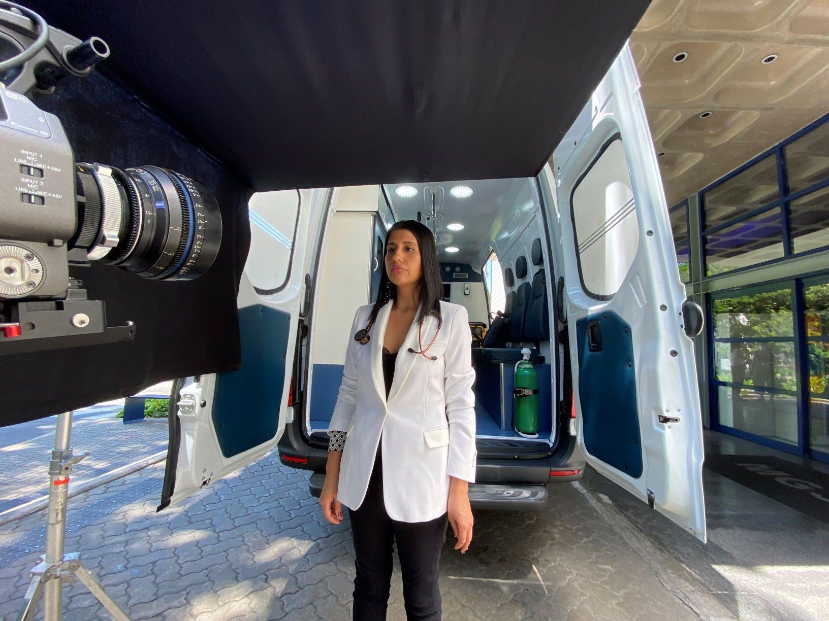 """A médica Myriam Krexu em gravação no Paraná: """"Um médico indígena não é um ser místico, rudimentar, que só vive na floresta. Um médico indígena é um cientista"""" (Foto: Igor Tripolli/TV Globo)"""