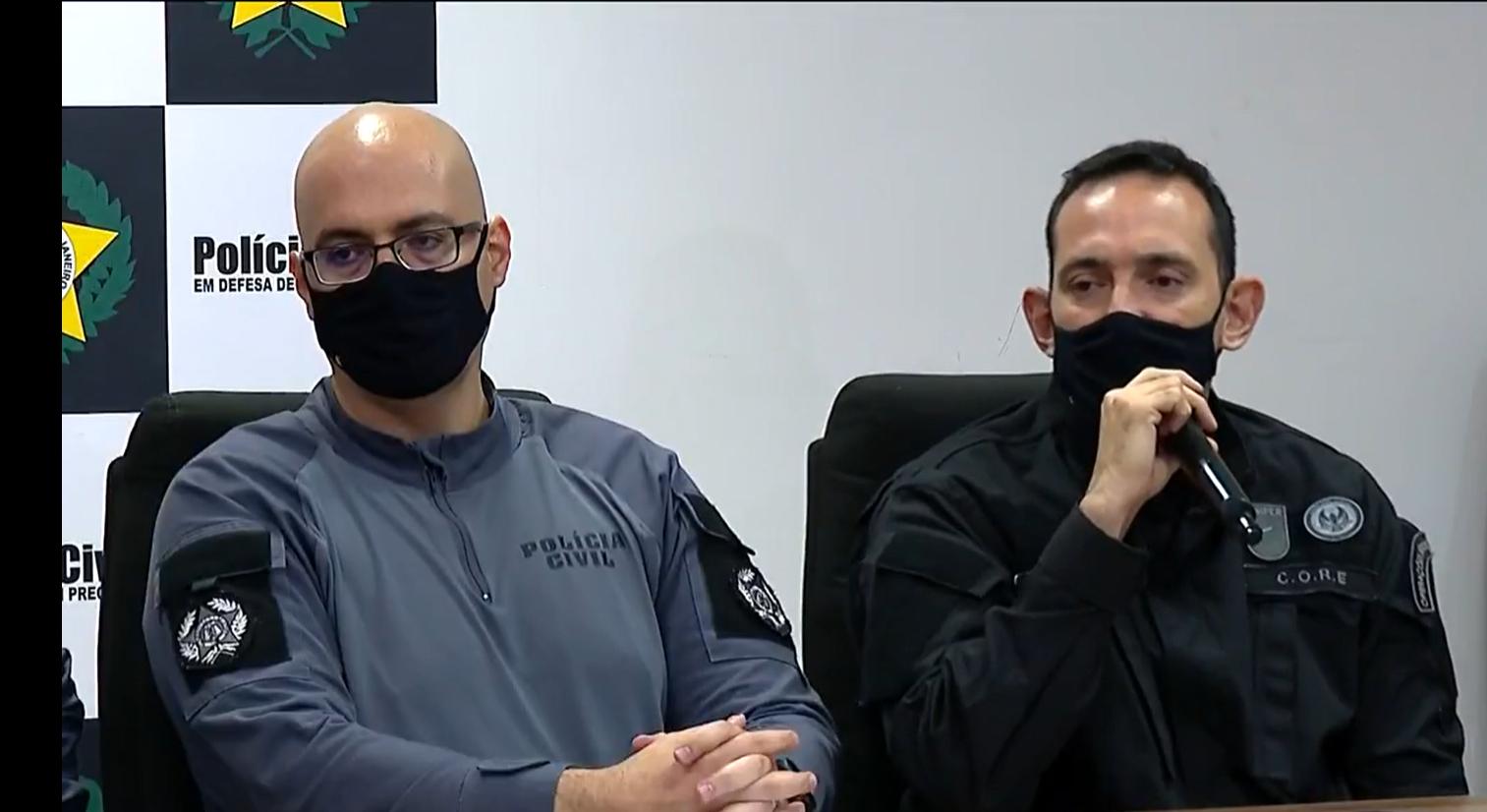 Os delegados Felipe Curi (de óculos) e Fabrício Oliveira: 24 mortos em confrontos e um policial executado no Massacre do Jacarezinho (Foto: Reprodução / TV Globo)