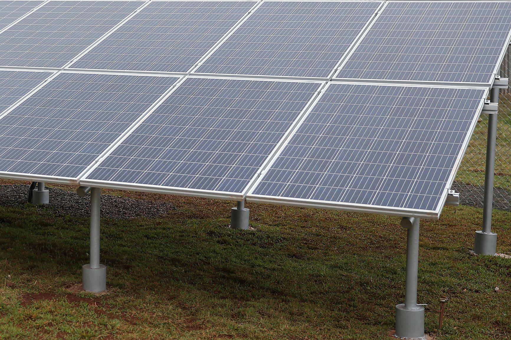 Painel solar em Goiás: material para reciclagem inclui silício, alumínio, vidro e metais nobres como cobre e prata (Foto: José Cruz/Agência Brasil)
