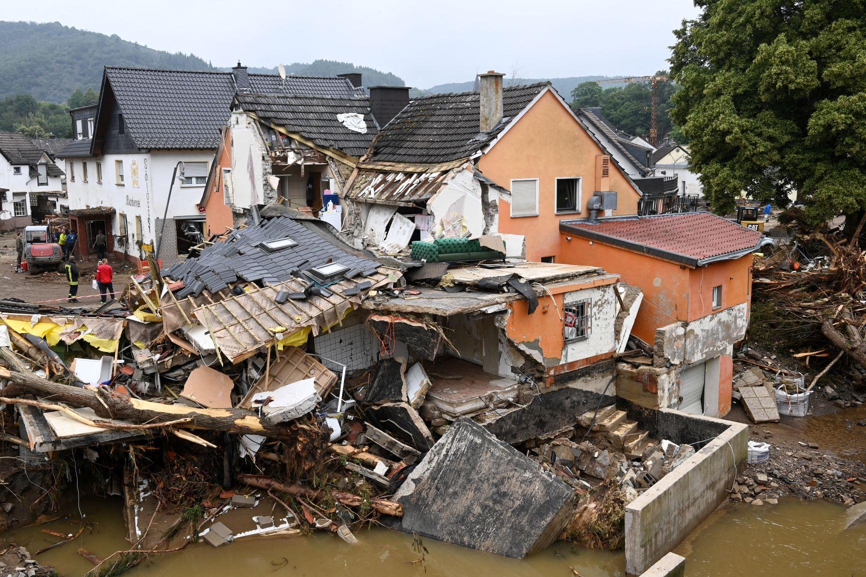 Casas destruídas pelas enchentes em Schuld, na Alemanha: especialistas defendem criação de cultura de risco em áreas onde as chuvas intensas e volumosas podem se tornar novo normal (Cristof Stache / AFP - 17/07/2021)