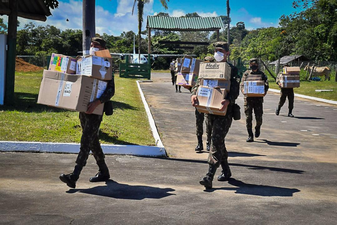 Militares desembarcam medicamentos em Roraima para ação contra a covid-19 em aldeias indígenas: cloroquina foi devolvida por Yanomamis (Foto: Agência Saúde / 2020)