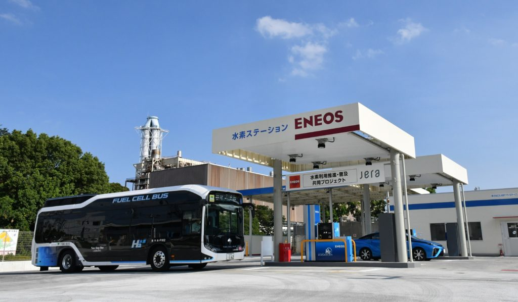 Estação de hidrogênio em Harumi, distrito de Tóquio, onde está a Vila Olímpica: principal local para reabastecimento de veículos com células do combustível que ficará com legado para a cidade (Foto: Divulgação)