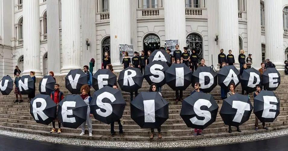 Protestos contra cortes de verbas para universidades públicas na UFPR: para estudo, reforma trabalhista ameaça liberdade de cátedra e pluralismo pedagógico nas instituições federais (Foto: UFPR - 06/12/2019)