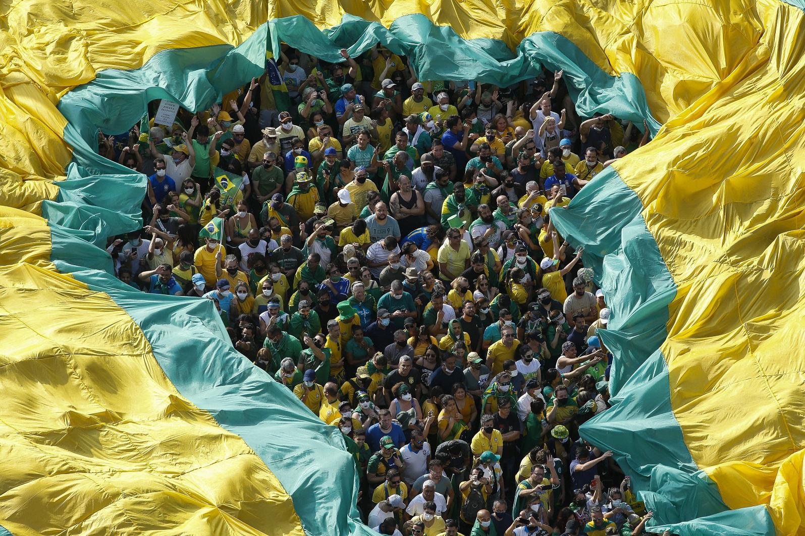 Manifestantes favoráveis ao presidente Bolsonaro se aglomeram na Avenida Paulista, em São Paulo, pedindo o fechamento do STF. Foto Miguel Schincariol (AFP). Setembro/2021