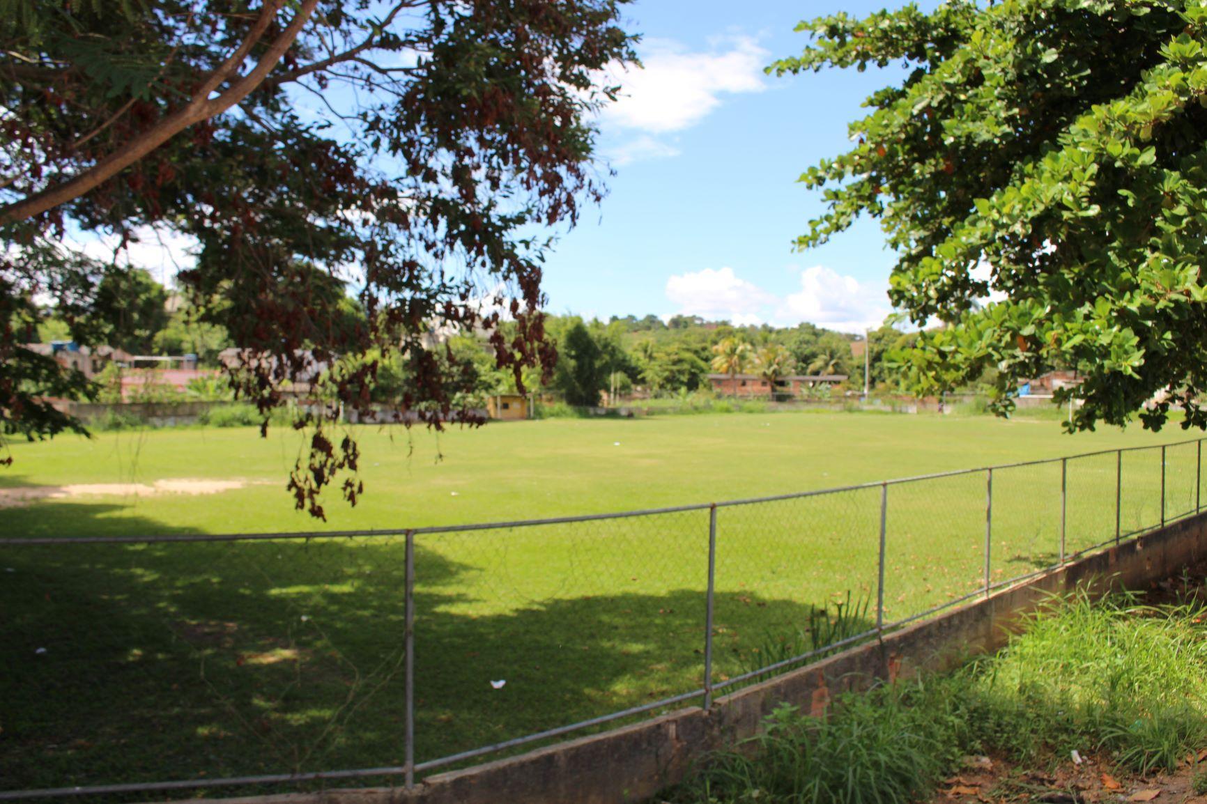 Campo de futebol na área do hoje Hospital Tavares de Macedo: rivalidade entre times de internos nos tempos da colônia de hanseníase (Foto: Yuri Fernandes)